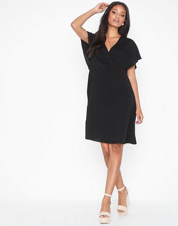 svarta klänningar online