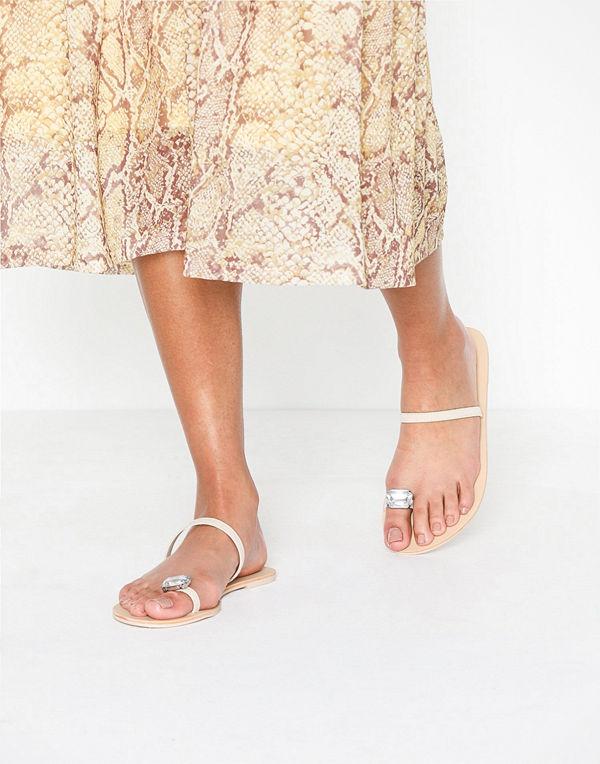 NLY Shoes Diamond Toe Strap Sandal