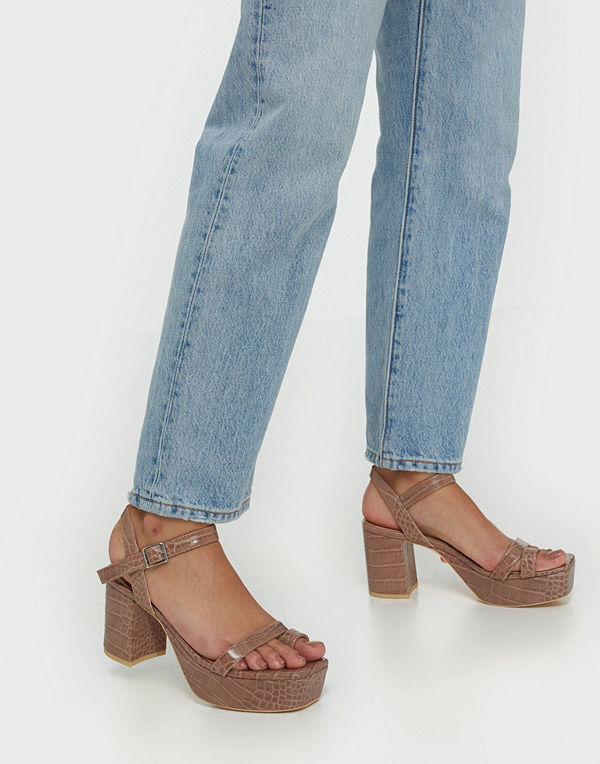 NLY Shoes Squared Toe Platform Heel