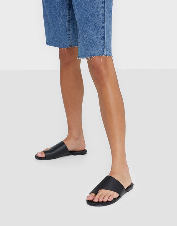 NLY Shoes Toe Loop Flat Sandal