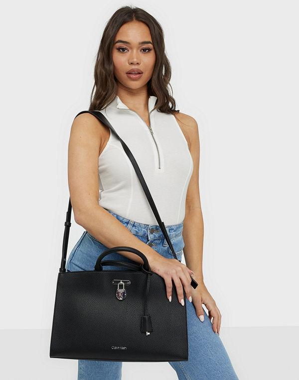 Calvin Klein svart väska BUSINESS TOTE LG