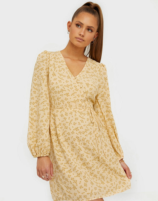 Glamorous Wrap Baloon Sleeve Dress
