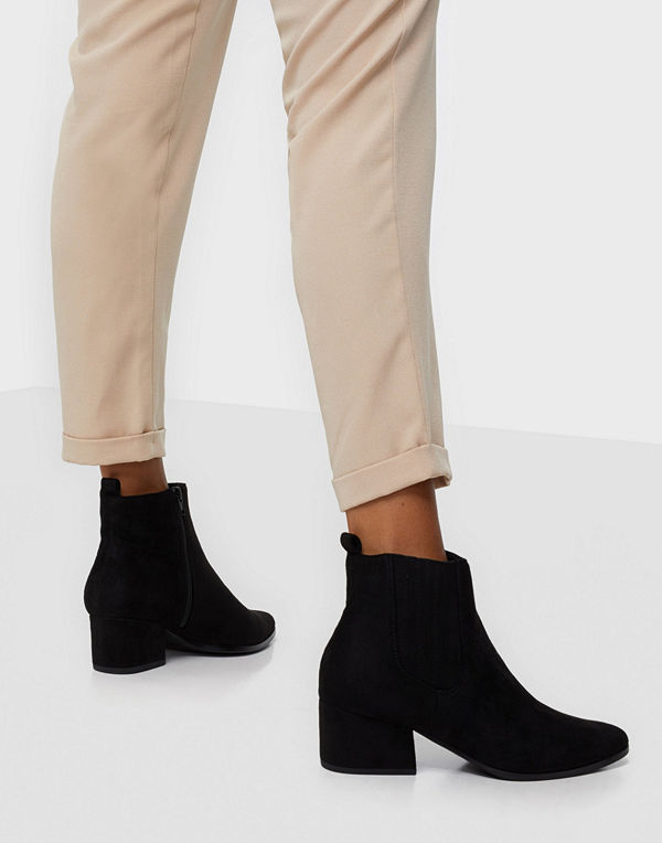 Duffy Pointy Toe Boots