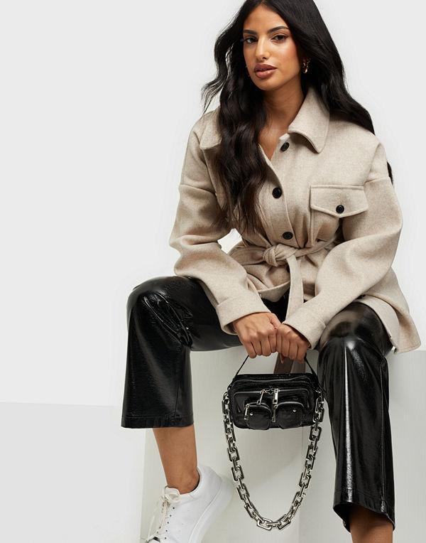 NuNoo svart väska Helena cool