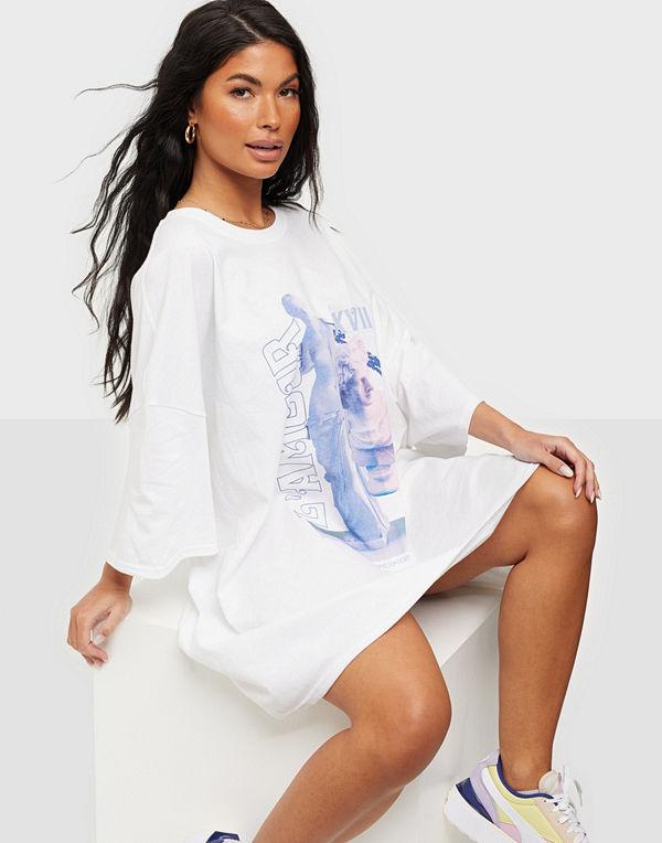 Missguided L'Amour Statue T-shirt Dress