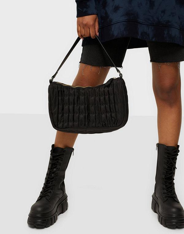 Pieces svart väska PCJURO SHOULDER BAG D2D