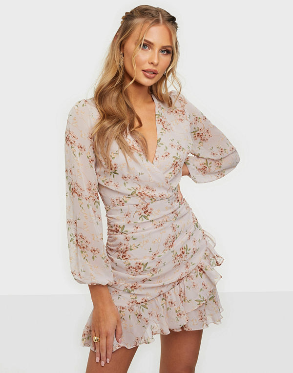 NLY Trend In Love Ruched Dress