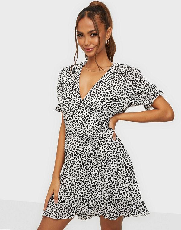 Missguided Puff Sleeve Ruffle Tea Dress