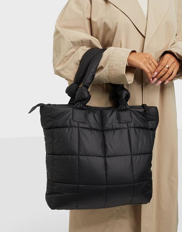 Day Et svart väska Day RE-Q XL Puffy Bag